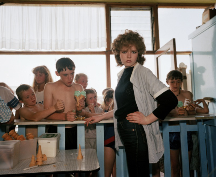 martin_parr_girl_serving_ice_cream_last_resort