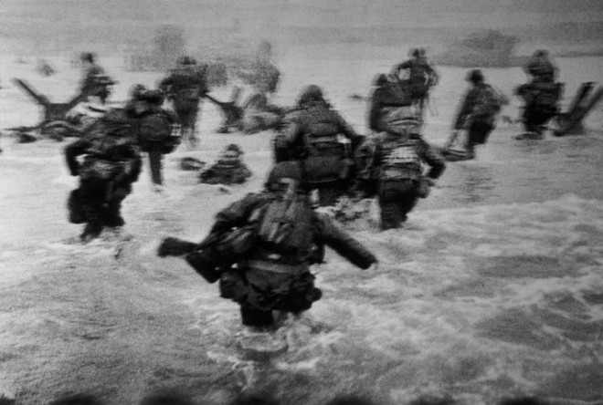 FRANCE.-Normandy.-June-6th-1944.-Landing-of-the-American-troops-on-Omaha-Beach.-660x444