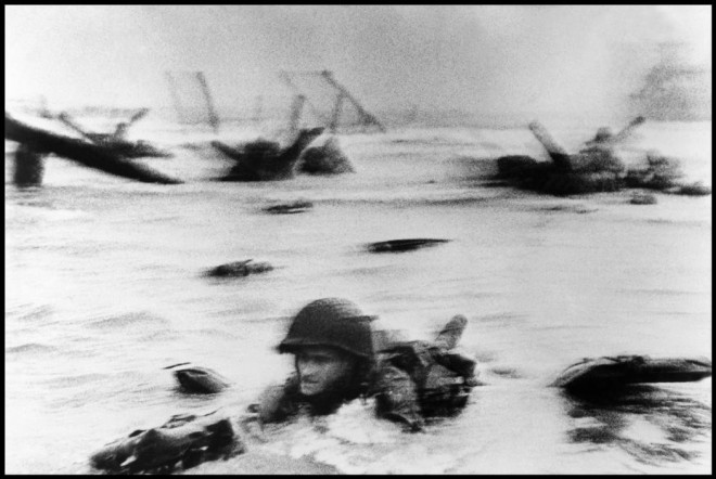 FRANCE.-Normandy.-June-6th-1944.-Landing-of-the-American-troops-on-Omaha-Beach.2-660x442