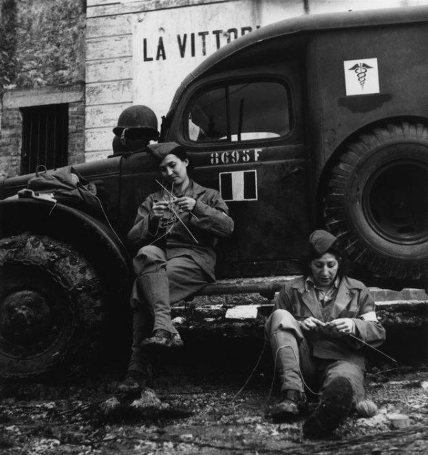 ITALY.-1944.-Drivers-from-the-French-ambulance-corps-near-the-front-waiting-to-be-called.-622x660