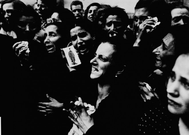 ITALY.-Naples.-October-2-1943.-Women-crying-at-funeral-of-twenty-teenaged-partisans-who-had-fought-the-Germans-before-the-Allies-entered-the-city.-660x471